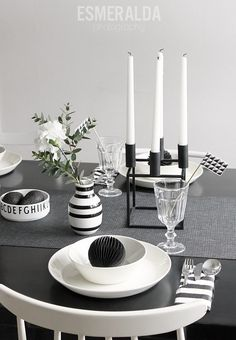 Black and white - Esmeralda's Deco Table, A Table, Dining Table, A Little Party, Dinner Themes, Grey Table, Scandinavian Home, White Houses, Simple House