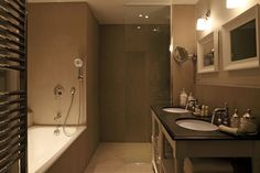 View deals for New Hotel Roblin La Madeleine. Guests praise the nice bathrooms. Paris Olympia is minutes away. WiFi is free, and this hotel also features a restaurant and a bar. Style Parisienne, Hotel Reservations, Paris Hotels, Amazing Bathrooms, 4 Star Hotels, Paris France, Bathtub, Mirror, Modern