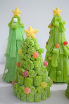 like candy grinch trees Christmas Sweets, Christmas Cooking, Christmas Candy, Christmas Time, Christmas Crafts, Christmas Decorations, Holiday, Sweet Cones, Candy Cakes