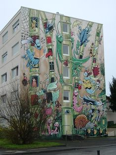 Le Jardin Extraordinaire (The Extraordinary Garden) by Florence Cestac in 2001 and is over 1500 square feet in size. Angouleme, France