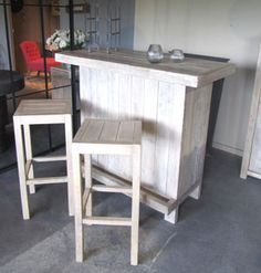 see this is a commercial use of pallets wood that pallet made counter bar is constructed having. Black Bedroom Furniture Sets. Home Design Ideas