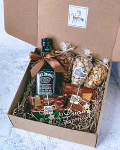Gift Hampers, Gift Baskets, Box Wedding Invitations, Gift Bouquet, Alcohol Gifts, Coffee Gifts, Romantic Dinners, Candy Gifts, Diy Christmas Gifts