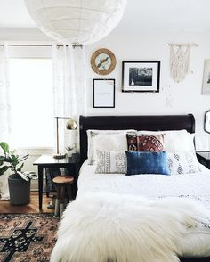 Living Room Decoration and Design Ideas - Ribbons & Stars Dark Accent Walls, Accent Wall Bedroom, Home Design, Design Ideas, Home Bedroom, Bedroom Decor, Headboard Decor, Bedrooms, Home Interior