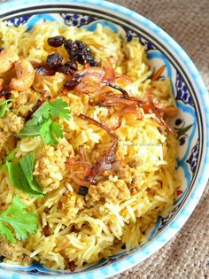 A one-pot dish with minced meat, rice and spices. Although the amount of spices is not too intense, it is still tasty. It's easy to prepare, too. One Pot Dishes, Serving Dishes, Main Dishes, Minced Meat Dishes, Still Tasty, Mince Meat, Fresh Coriander, Recipe Link, Biryani