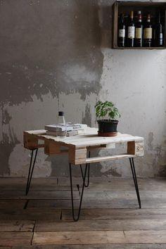 Kostenlose Video-anleitung: Bau Dir Deinen Palettentisch mit Hairpin Legs / free diy living tutorial: trendy couch table with hairpin legs via DaWanda.com