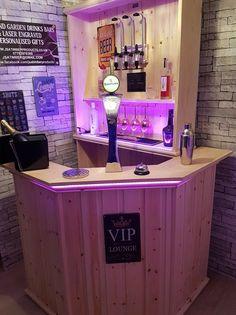 Home Bar Rooms, Diy Home Bar, Diy Bar, Backyard Bar, Patio Bar, Backyard Landscaping, Miami Bar, Chrome Towel Rail, Corner Bar
