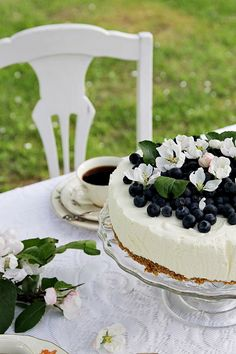 Täyttä elämää High Tea, Tea Party, Cheesecake, Desserts, Om, Table Settings, Garden, Tea, Tailgate Desserts
