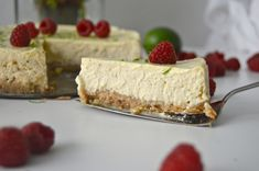 Raikas lime-juustokakku. Sweet And Salty, Something Sweet, Cheesecake, Baking, Desserts, Food, Tailgate Desserts, Deserts, Cheesecakes