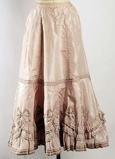 Petticoat, circa via The Metropolitan Museum of Art. This could date into wwi era. Vintage Corset, Vintage Underwear, Vintage Lingerie, Vintage Dresses, Vintage Outfits, Edwardian Dress, Edwardian Fashion, Vintage Fashion, Antique Clothing