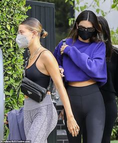 Hailey Bieber and Kendall Jenner mask up and sport althleisure attire to shop at Earthbar in LA | Daily Mail Online