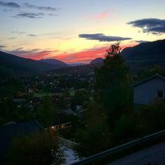 Og slik ser dalen ut etter jobb i kontrast til morgentåken. #fyrogflamme