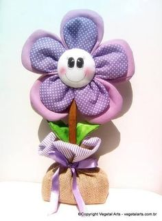 Resultado de imagem para artesanatos em tecidos peso de porta Felt Flowers, Fabric Flowers, Clay Crafts, Diy And Crafts, Sewing Projects, Projects To Try, Diy Y Manualidades, Flower Crafts, Quilt Patterns