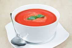 Simpele verse tomatensoep, heel gezond en lekker. Daar zijn we dol op! Heerlijk voor tussendoor, als lunch of als voorgerecht. En heel snel klaar!
