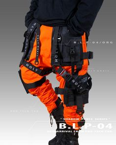Tactical Wear, Tactical Clothing, Cyberpunk Clothes, Cyberpunk Fashion, Tomboy Fashion, Dark Fashion, Mode Streetwear, Streetwear Fashion, Mode Emo