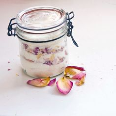 Unwind With DIY Rose Petal Bath Salts Baby shower gift dried rose petals, Epsom salts, baking soda, and powdered milk Homemade Beauty, Homemade Gifts, Diy Beauty, Diy Gifts, Beauty Tips, Diy Rose Petal Bath Salts, Rose Bath, Cheap Mothers Day Gifts, Diy Stockings