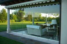 """Glass Corners Refined and elegant, the GIEMME SYSTEM folding glass doors are well suited to any type of architecture. A corner without mounts allows you to see """"all-glass"""" when the doors are closed and enjoy the corner free from obstruction when the doors are open."""