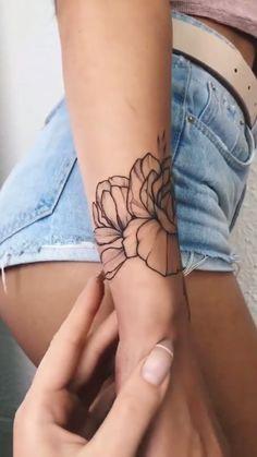New tattoo rose wrist flower 54 ideas Piercing Tattoo, Mädchen Tattoo, Tattoo Style, Tatoo Henna, Sternum Tattoo, Forearm Tattoos, Body Art Tattoos, Sleeve Tattoos, Wrist Tattoo