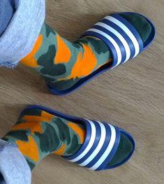Slide Sandals, Men Sandals, Male Feet, Socks, Popular, Fashion, Log Projects, Sandals, Mens Slip On Slippers