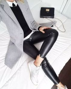 To answer your question my coat dates from last winter but it is totally similar to the masculine model of Zara Lamey which you … Mode Outfits, Casual Outfits, Fashion Outfits, Womens Fashion, Blazer Outfits, Cheap Fashion, Fashion Tips, Fashion Trends, Fall Winter Outfits