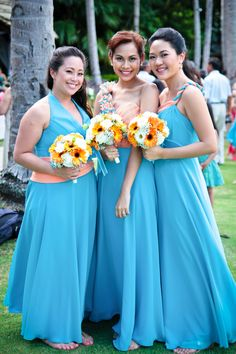 Bridesmaids in Turquoise with Orange Bouquets  Photo:  www.bonaserios.com/