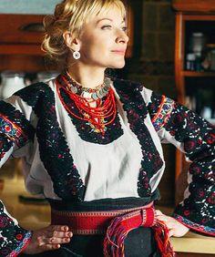 #Ukrainian #style #Ukrainian #embroidery Ukrainian #folk. Ukrainian #beauty. Ukrainian #girl. Ukrainian #culture. #Українка у вишиванці #Украинка в вышиванке. #Украина. #Украинка #Вышиванка