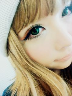 gyaru makeup - false eyelashes and circle lenses.  #1 Fantastic way Match Your Eye Color with Cosmetic Colored Contact lens click here ! http://www.contactlensxchange.com/index.php?main_page=product_info&cPath=3&products_id=96