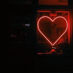 Imagen de heart, red, and neon
