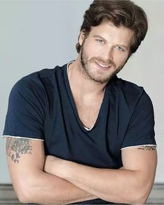 Kivanc Tatlitug Turkish Men, Turkish Beauty, Turkish Actors, Wonder Man, Elcin Sangu, Models, Actor Model, Good Looking Men, Beard Styles