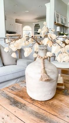 Diy Home Decor Easy, Diy Home Crafts, Jar Crafts, Easy Diy, Dyi, Old Pottery, Pottery Vase, Mud Paint, Table Decor Living Room