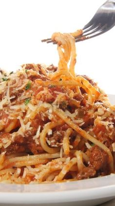Slow Cooker Cheesy Spaghetti with Turkey Sausage! YUM!! #healthy #slowcooker #skinnyms
