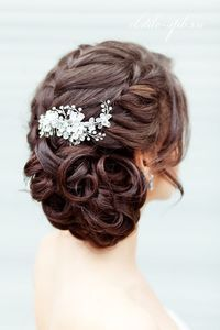 Sport this princess-like hair-do when attending functions at Eros Hotel, New Delhi! #banqueting #events