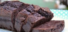 Deliciously dense with a rich chocolate taste, the classic brownie gets a paleo makeover in this very simple recipe. Gluten-free with all natural ingredients and dark chocolate. Try this simple paleo recipe soon! Paleo Recipes Easy, Delicious Vegan Recipes, Yummy Food, Chocolate Sin Gluten, Chocolate Chili, Brownie Brittle, Chili Spices, Paleo Brownies, Melting Chocolate Chips
