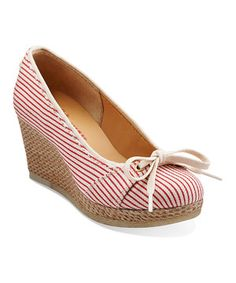 Vintage vibe and contemporary style come together in this wonderful year-round pair. A stripe print and espadrille wedge add darling design elements, while a removable padded footbed offers the ultimate in comfort.