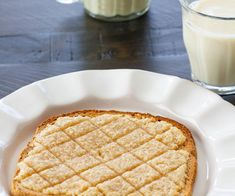 Instant Pot Red Lentil Dal with Cashew Cream Drizzle - La Fuji Mama Roshashana Recipes, Apple Recipes, Vegan Recipes, Stoli Doli Recipe, National Toast Day, Tepache Recipe, Bistek Recipe, Jackfruit Carnitas, Venezuelan Food
