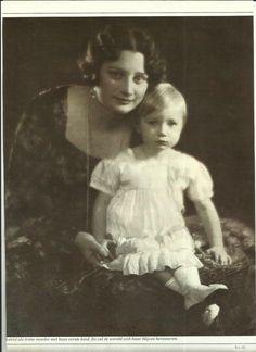 koningin Astrid met prinses Josephine Charlotte de latere groothertogin van Luxemburg