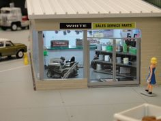 1/64 WHITE Dealership Display - US Trailer would like to lease used trailers in any condition to or from you. Contact USTrailer and let us buy your trailer. Click to http://USTrailer.com or Call 816-795-8484