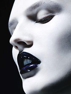 """Belle de Noir"" Katlin Aas photographed by Ben Hassett for Vogue Germany, December 2012 Manado, Black And White Makeup, Indigo, Real Techniques Brushes, Blue Lips, Black Lipstick, Make Up Art, Glossy Lips, Vogue"