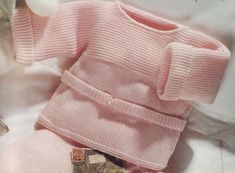 CHAPTER 14 - Knitting a beginner's level bra, in one piece. - The knitting workshop of Mam 'Yveline. Knitted Baby Cardigan, Baby Pullover, Knitted Hats, Cardigan Bebe, Cardigan Pattern, Knitting For Kids, Baby Knitting, Crochet Baby, Knitting Ideas