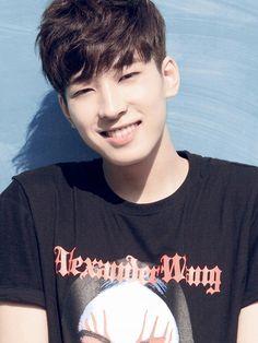 Wonwoo, quando sorrir é tão fofinho, olha os olhinhos dele