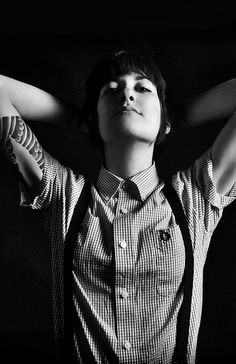 that fred perry and suspender(us)/braces(uk) on a rude girl Skinhead Girl, Skinhead Fashion, Androgynous Fashion, Tomboy Fashion, Cute Fashion, Tomboy Style, Skinhead Style, Fashion Women, Fashion Ideas