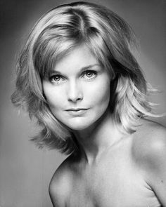 Carol Lynley - Poseidon Adventure and scores of other movies and tv series.Lynley was born Carole Ann Jones in Manhattan 1942 Most Beautiful Women, Beautiful People, Beautiful Eyes, Blonde Movie, Famous Blondes, Carol Lynley, Classic Movie Stars, Classic Tv, Celebrity Beauty