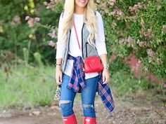 Red Hunter Boots - Cort In Session Red Hunter Boots, Red Rain Boots, Hunter Boots Outfit, Short Rain Boots, Kate Spade Sunglasses, Southern Fashion, Fall Winter Outfits, Passion For Fashion, Cute Outfits