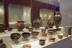 Kemaris Ware, 1900–1700 BC, beautifully arranged and illuminated. Photo Henry Matthews, at the Herkleion Archaeological museum, Crete. These look like things you would find in a craft shop today