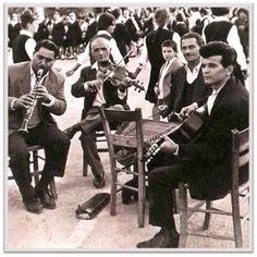 Musicians in old Sperchiada village, Fthiotida Prefecture, central Greece Greek History, Greek Music, Past, Nostalgia, Musicians, Europe, Memories, Furniture, Memoirs
