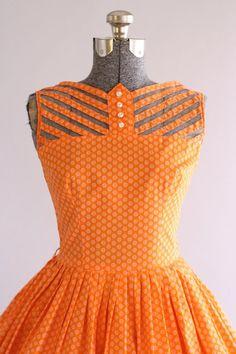 Vintage Dress / Cotton Dress / Teena Paige Orange Floral Dress w/ Cut Out Detailing S Más Vintage Outfits, Vintage 1950s Dresses, Vestidos Vintage, Retro Dress, Pretty Outfits, Pretty Dresses, Beautiful Dresses, Cute Outfits, 1950s Style