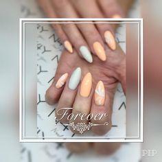Henriette har lavet disse fantastiske gele negle i gel polish og med 3d glimmer