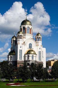 "* Cathedral on the Blood * ""Igreja do Sangue"".  Igreja construída onde era a ""Casa Ipatiev"", local do assassinato da Família Romanov. # Ekaterimburgo, Rússia."