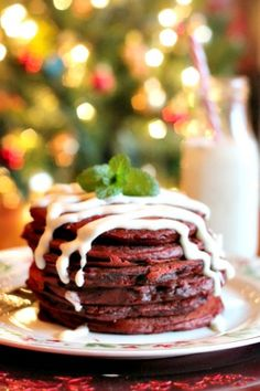 Red Velvet Pancakes with Cream Cheese Drizzle - perfect for Valentine's Day breakfast!  #ComforFoodFeast #pancakes #redvelvet #recipe #breakfast