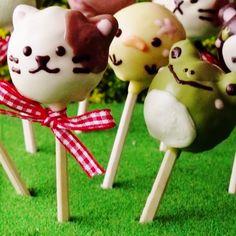 Move over cake pops, there's a new adorable treat in town! Pancake pops are the cutest new treat on a stick.
