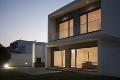 Image 15 of 18 from gallery of Paulo Rolo House / Inspazo Arquitectura. Photograph by Cátia Mingote Modern House Facades, Modern House Plans, Modern Buildings, Modern House Design, Large Homes Exterior, Exterior Design, House Outside Design, Condo Design, Weekend House
